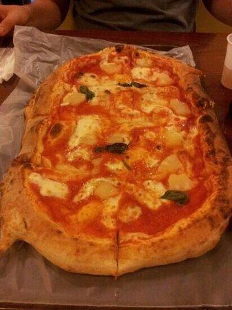 Jhonny Pizza: pineapple pizza