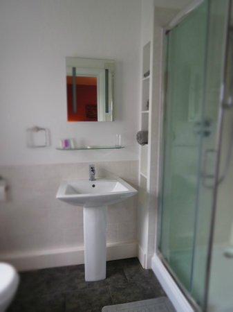 Thrumpton Room En-suite