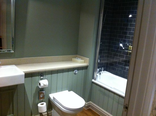 The Crown Manor House Hotel: Ensuite