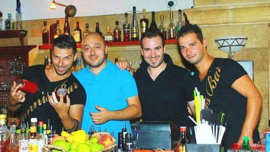 Yannis Bar: .