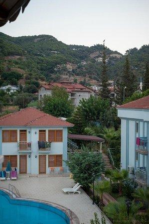 Dorian Hotel: вид из окна на горы