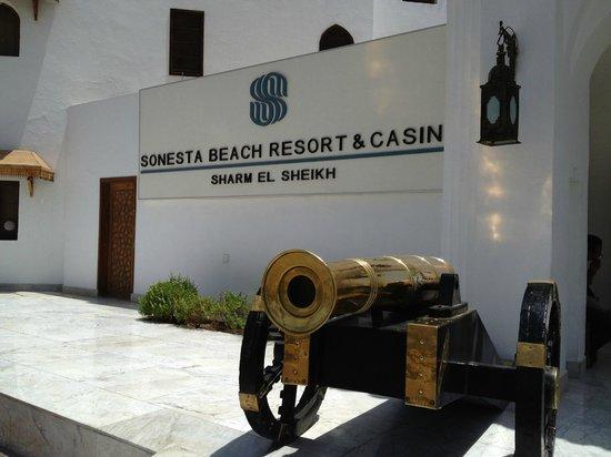 Sonesta Beach Resort & Casino: Entrance