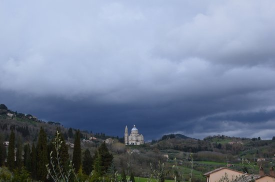 Agriturismo il Palazzo dei Diavoli: The storm is coming ..in Montepulciano and S Biagio church