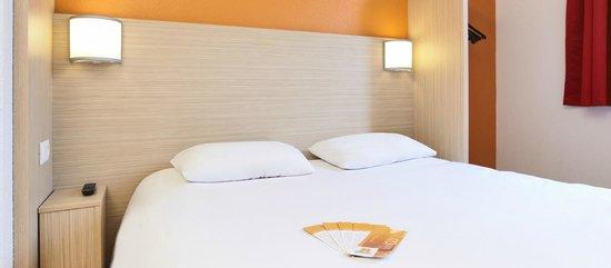 Premiere Classe Paris Ouest - Pont De Suresnes: Bedroom