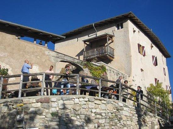 Panoramica dal cortile foto di castel vasio fondo for Castel vasio