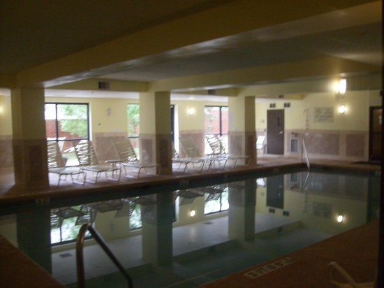 Comfort Suites Atlanta Airport: indoor heated pool