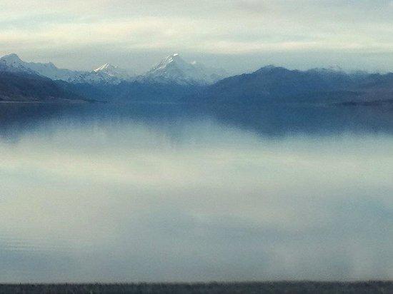 New Zealand Breeze - Day Tours: マウントクックとブカキ湖