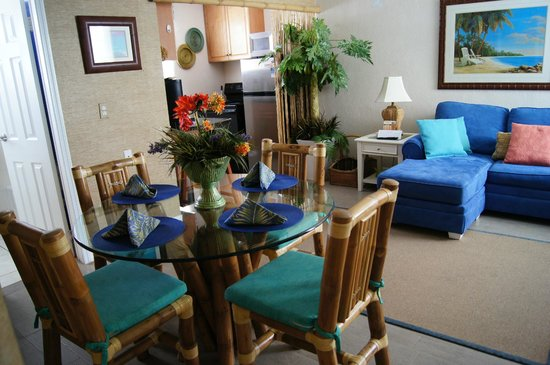 Camelot Beach Resort: Dinning, Kitchen & Living area