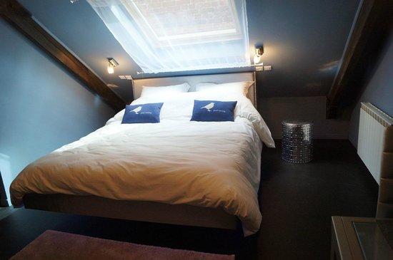 lit suspendu picture of a l 39 origine lille tripadvisor. Black Bedroom Furniture Sets. Home Design Ideas