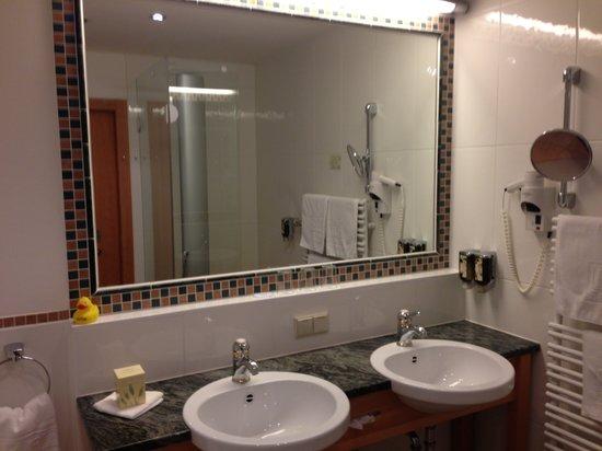 Badezimmer Zwei Waschbecken