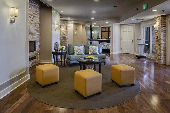 Homewood Suites by Hilton Memphis-Poplar : View of Front Desk