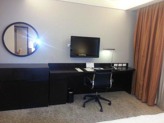 The Bellevue Manila: Inside the bedroom