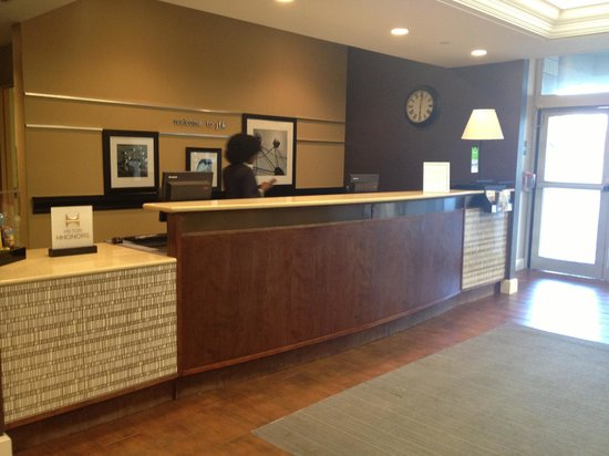 Hampton Inn NY - JFK: Reception and entrance