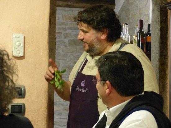 "Osteria La Campanara : explaining ""slowfood"""