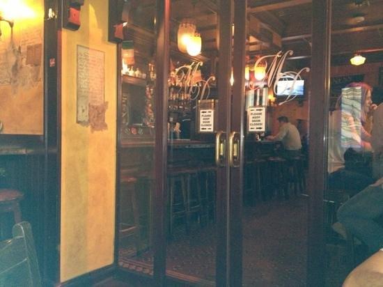Molly Darcys Original Irish Pub : sector fumadores