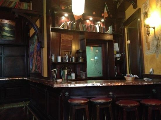 Molly Darcys Original Irish Pub : bar no fumadores