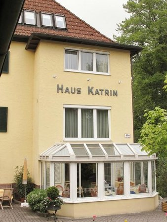 Pension Katrin: View from the entry from the street.