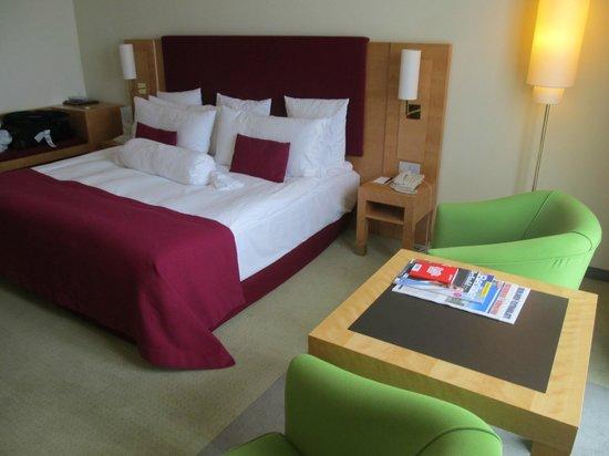 Melia Berlin: Comfortable, spacious room w/ excellent bed