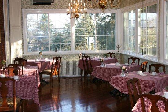 Byron S Dining Room At The Mercersburg Inn Summer