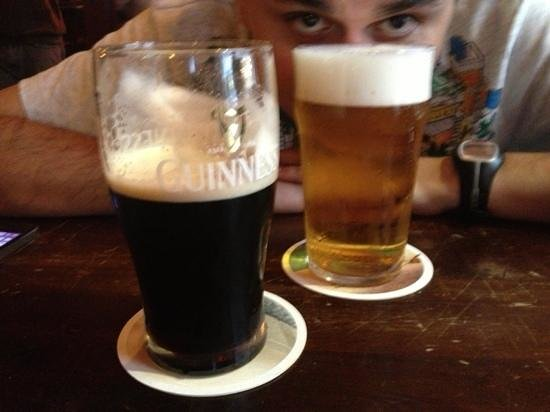 Molly Darcys Original Irish Pub : Guinness