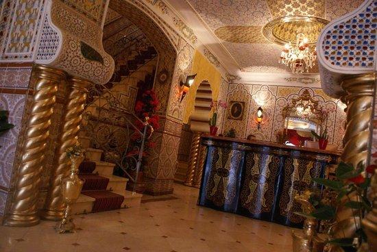 Hotel Mozart: front desk