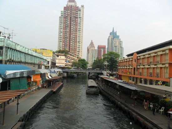Sight Seeing Bangkok: boat travel