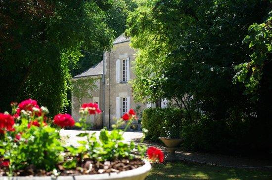 Castel Camping Le Petit Trianon de Saint Ustre: Et notre parc devient le jardin de vos vacances