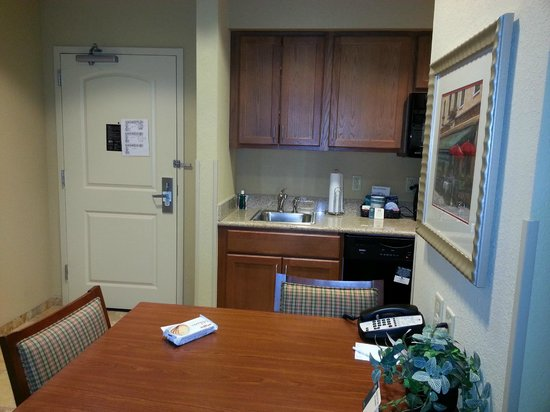 Homewood Suites Decatur-Forsyth: Dining area