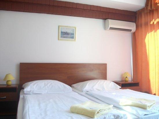Hotel Fonix: room interior