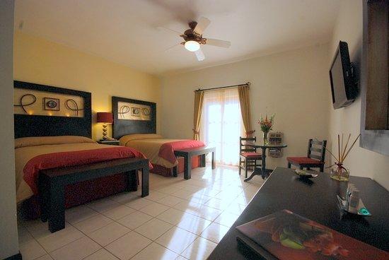 Posada Carmina Hotel: Habitacion dos camas