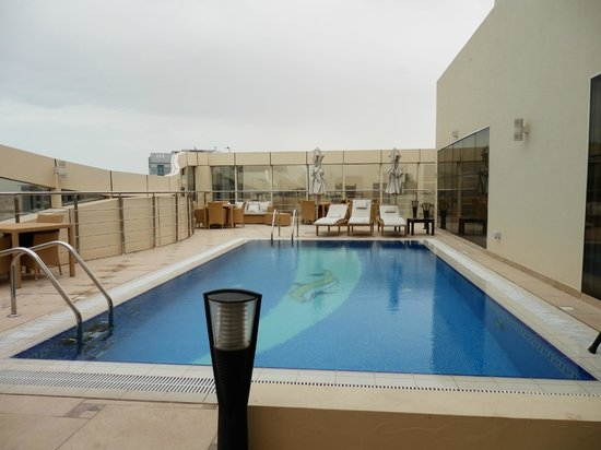 The Royal Riviera Hotel: piscine sur le toit