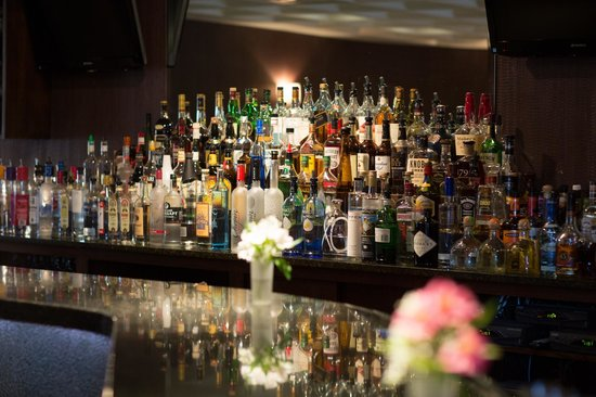 Bernies Holiday Restaurant: Bar
