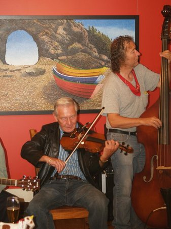 Mo's at Five Islands: LOCAL FIDDLERS