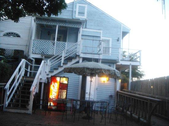 Marquette House New Orleans International Hostel: Fundos do hostel (alguns quartos nessa parte de cima)