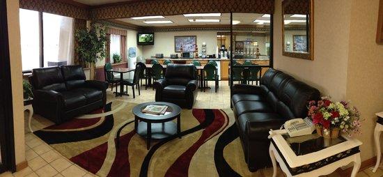 Baymont Inn & Suites Plano: Ramada Lobby