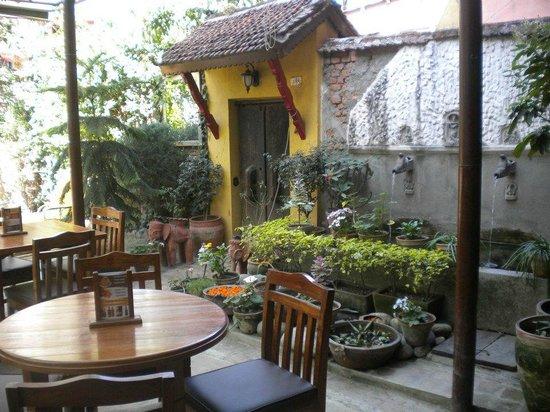 Ambassador Garden Home: Restaurant