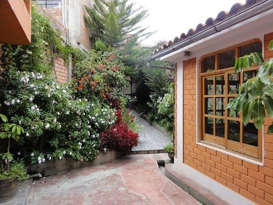 Hostal Alpes Huaraz: entrance