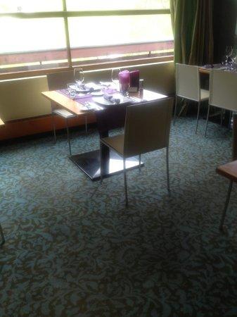 Hotel Walliserhof im Brandnertal: ungemütlicher Tisch! uralte Ausstattung
