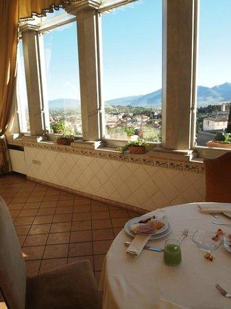 Palazzo Dragoni: The breakfast room.