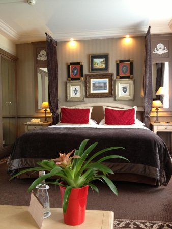 Hotel Royal: Rear Bedroom with small separate sitting area