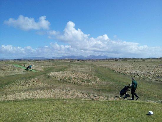 Connemara Championship Golf Links: The 12 Bens