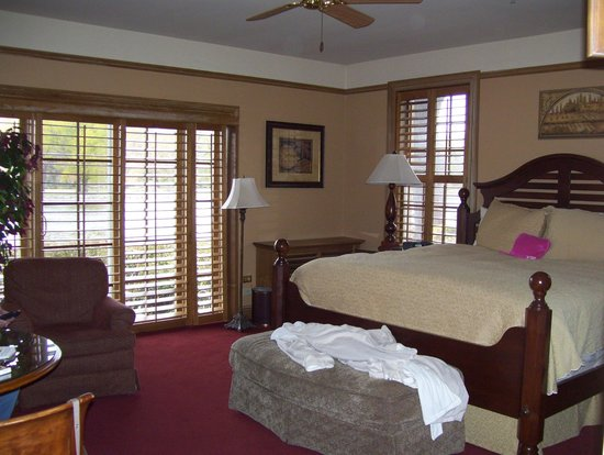 The Herrington Inn & Spa: huge bed
