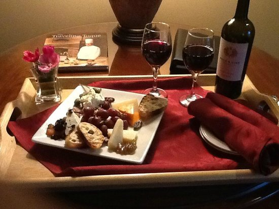 The Herrington Inn & Spa: Wine and cheese sent to room