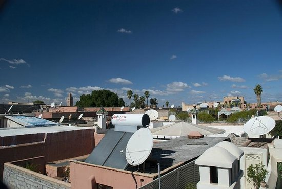 Riad Eden: Morning view from rooftop, looking towards Koutoubia