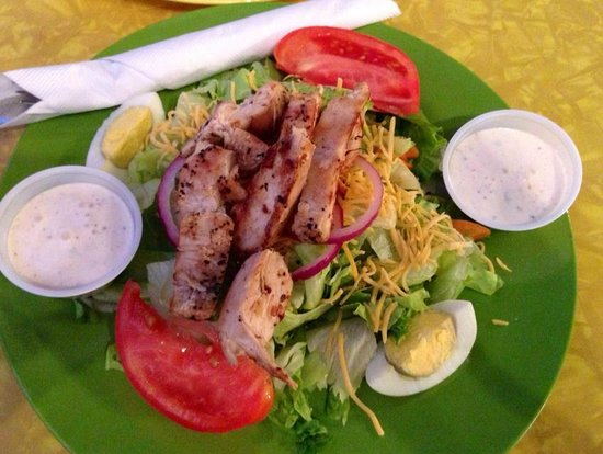 5 Corners Cafe: Chicken Breast Salad
