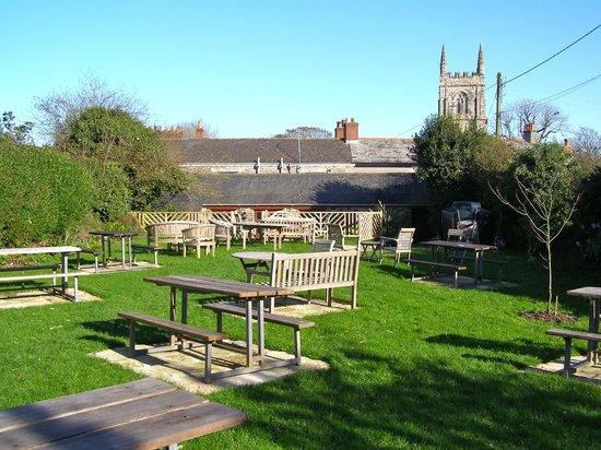 The Barley Sheaf at Gorran: The outdoor seating area.