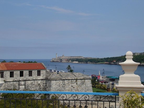 Hotel Santa Isabel: Desde la terraza. Vista de la entrada de la bahía