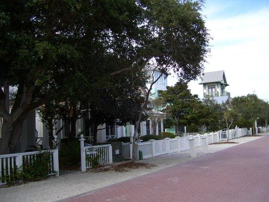 Timpoochee Trail: Back streets in Seaside