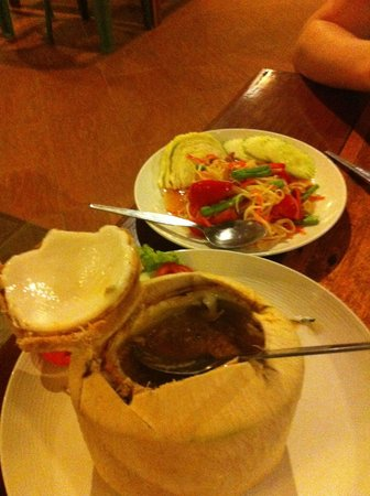 Khaolak Seafood Family House : Hor Mok & Salade de Papaye