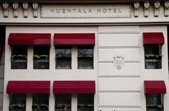 Huentala Hotel: Front of the hotel